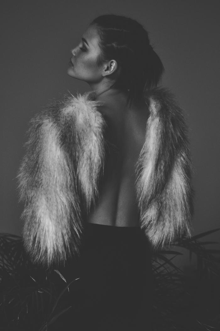 womens-fashion-inspiration-fur-photographic-black-and-white