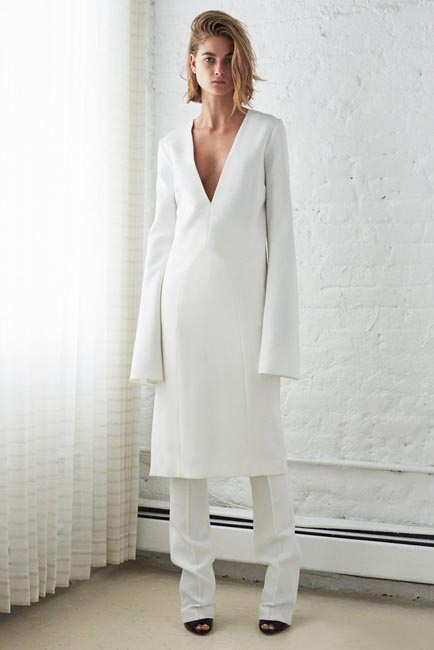 womens-style-inspiration-white-wide-arm-photographic-shirt-dresses