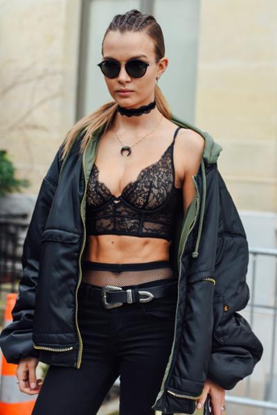 womens-fashion-inspiration-black-military-all-black-chic-sunglasses
