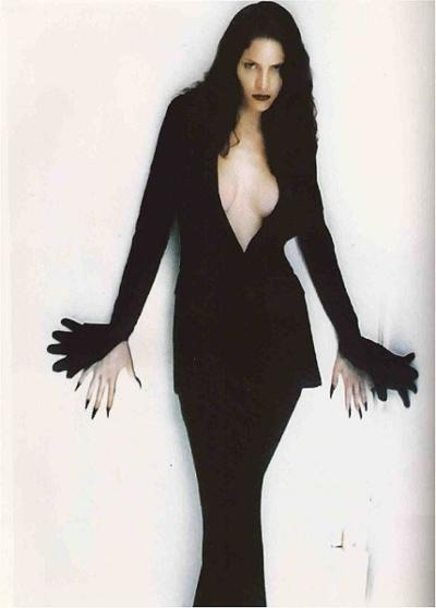 womens-fashion-photography-black-gothic-all-black