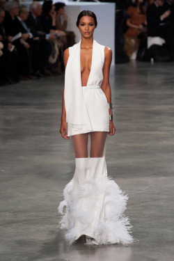 womens-fashion-inspiration-transparent-feathers-all-white