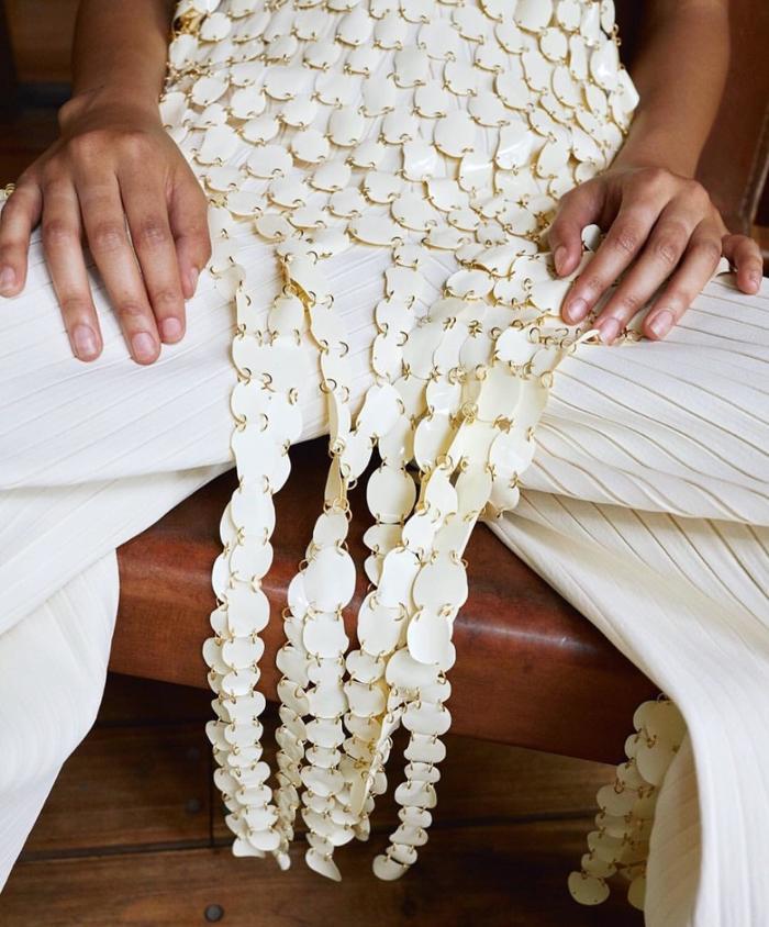 womens-fashion-inspiration-white-beige-pleats
