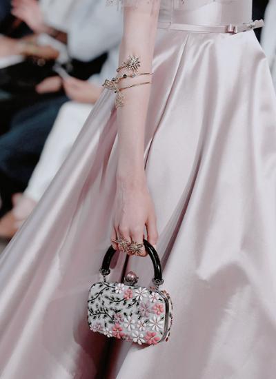 womens-fashion-photography-big-jewelry