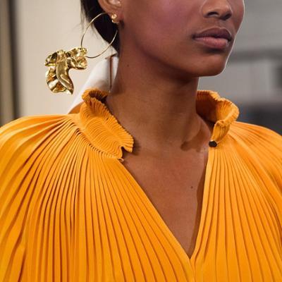 womens-fashion-inspiration-yellow-big-jewelry-ruffles