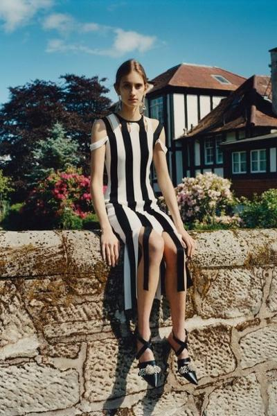 womens-fashion-outfit-black-and-white-stripes