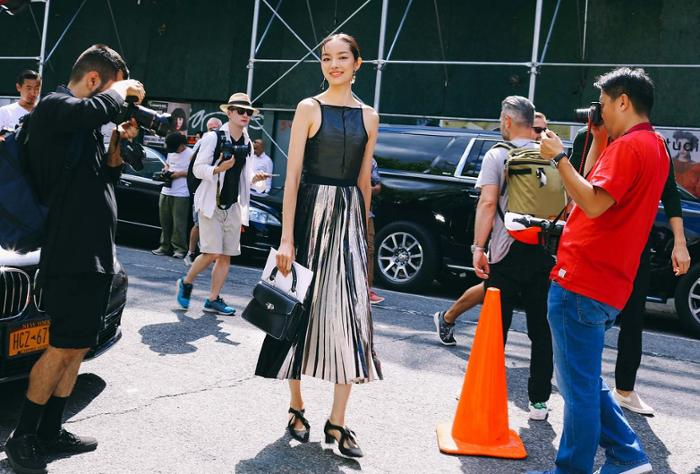 womens-fashion-inspiration-black-pleats-neon