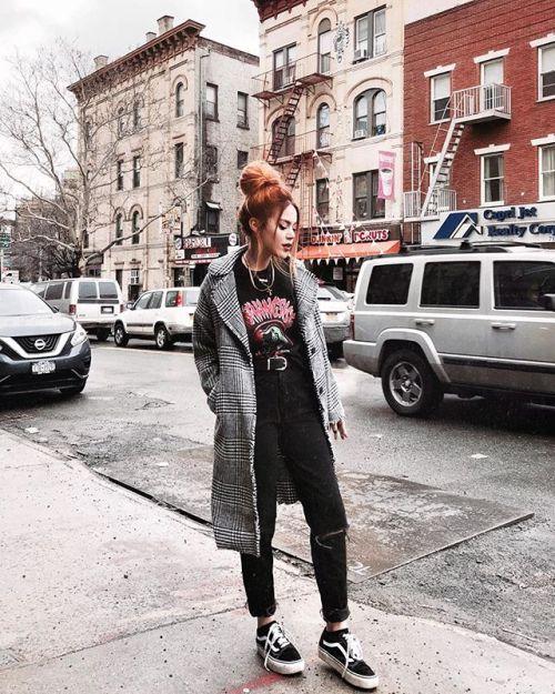 womens-fashion-ideas-winter-coats-black-boyfriend-jeans