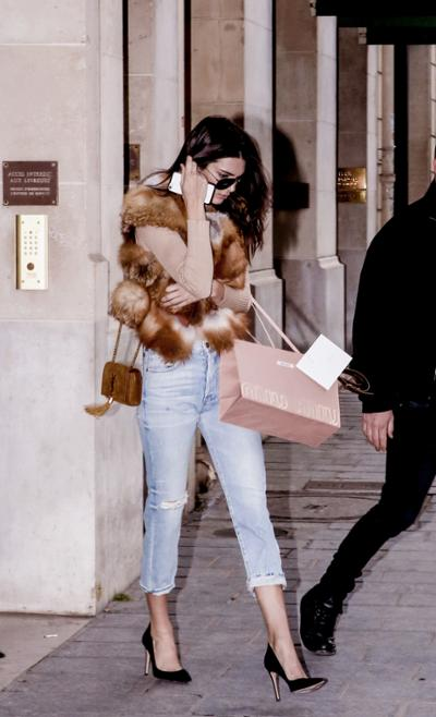 womens-fashion-outfit-fur-chain-bags-chic-sunglasses