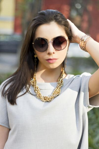 womens-fashion-ootd-grey-one-color-chains-chic-sunglasses