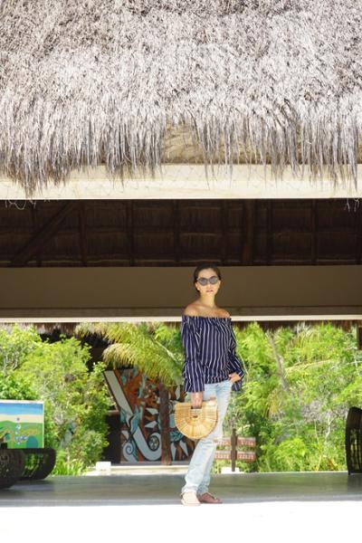 womens-fashion-outfit-denim-stripes-skinny-pants-chic-sunglasses