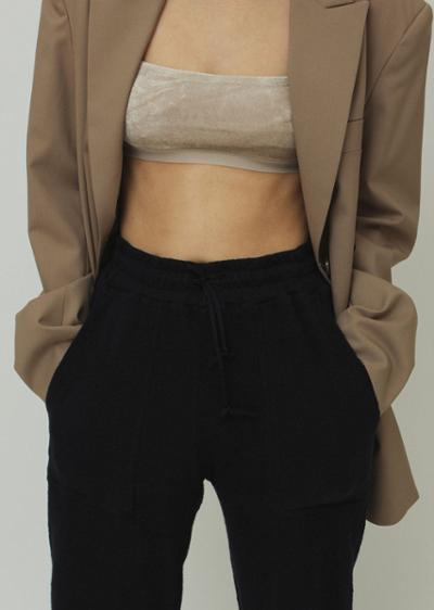 womens-fashion-ootd-black-masculine-crop-tops-camel