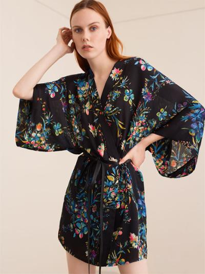 womens-fashion-outfit-florals-black