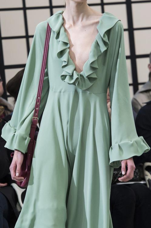 womens-fashion-look-green-ruffles