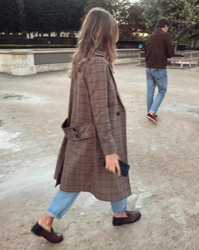 womens-fashion-outfit-brown-denim-light-coats-plaid