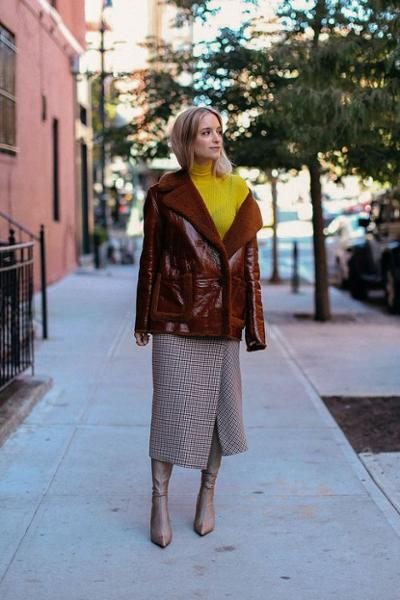 womens-fashion-outfit-yellow-leather-tall-boots-long-skirts