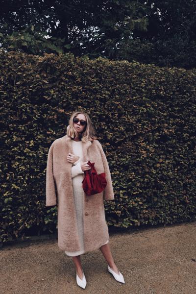 womens-fashion-photography-pink-fur