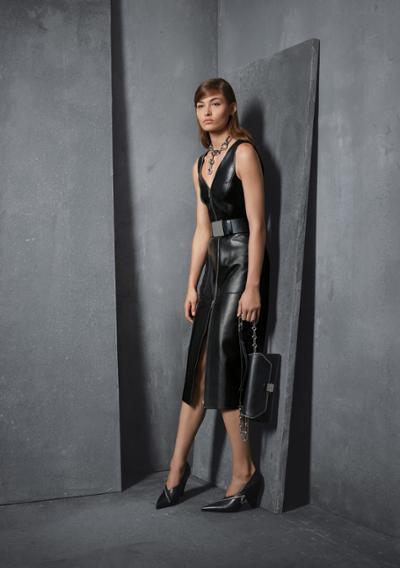 womens-fashion-look-black-chain-bags-all-black