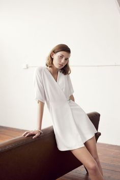 womens-style-inspiration-white-one-color-all-white-bright-colors