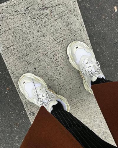 womens-fashion-inspiration-white-beige-stripes
