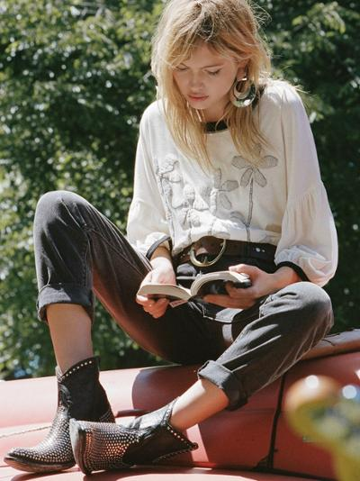 womens-style-inspiration-embroidery-big-jewelry-black-and-white-wide-belts