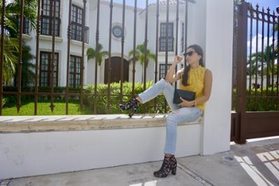 womens-fashion-inspiration-denim-bright-colors-chain-bags-chic-sunglasses