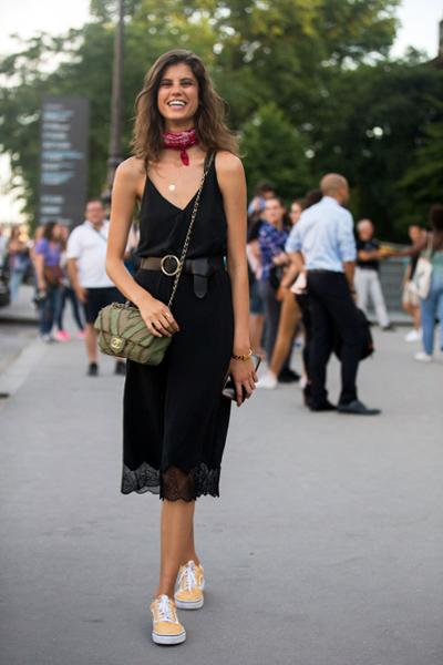 womens-fashion-inspiration-black-lace-chain-bags