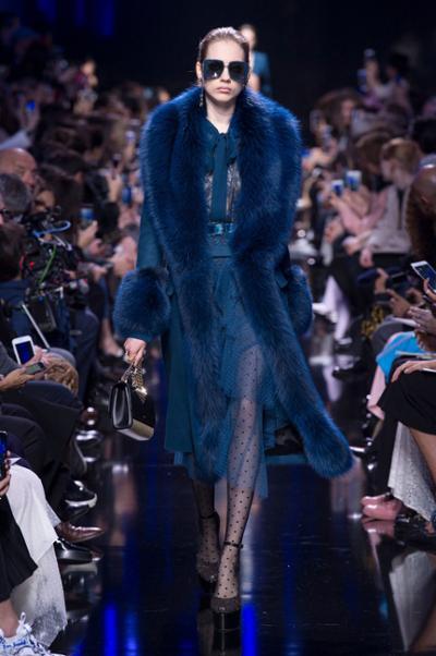 womens-fashion-photography-navy-fur-chain-bags-chic-sunglasses