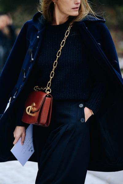 womens-fashion-outfit-winter-coats-navy-chain-bags