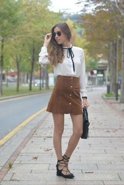 womens-fashion-photography-suede-camel-black-and-white-chic-sunglasses
