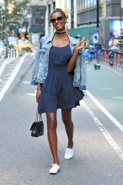 womens-fashion-outfit-polka-dots-denim-chic-sunglasses