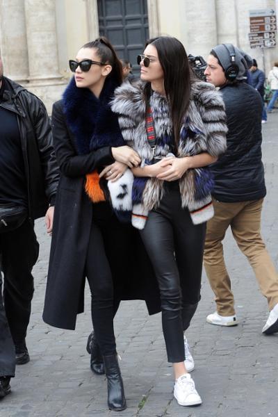 womens-fashion-ideas-black-fur-fancy-tights-chic-sunglasses