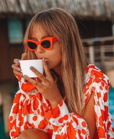 womens-fashion-ideas-orange-white-prints-chic-sunglasses