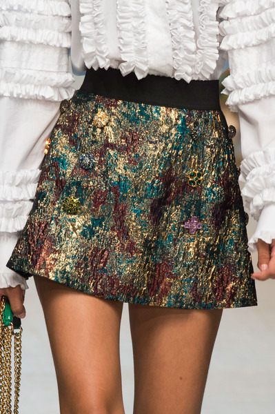 womens-fashion-photography-embroidery-ruffles