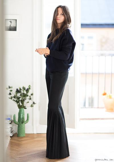 womens-fashion-look-navy-black-flared-pants