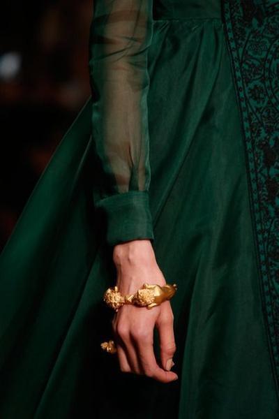 womens-fashion-inspiration-green-gold-silk-and-satin