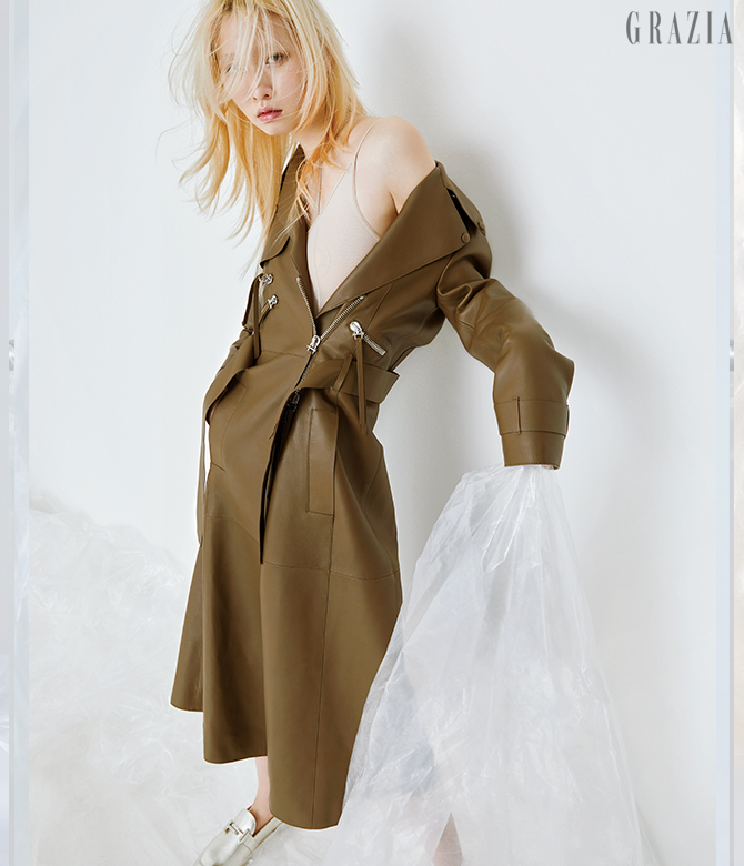 womens-fashion-outfit-brown-khaki-light-coats-military