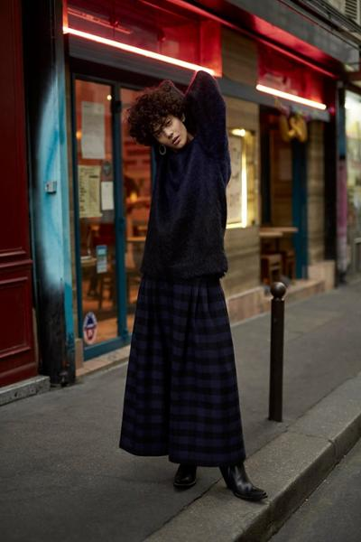 womens-fashion-outfit-blue-black-stripes-long-skirts