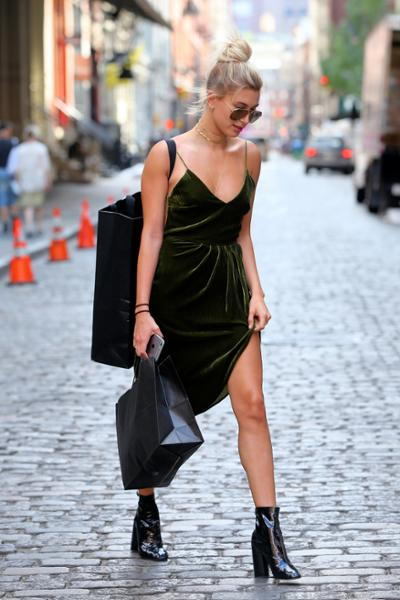 womens-fashion-look-green-velvet-one-color
