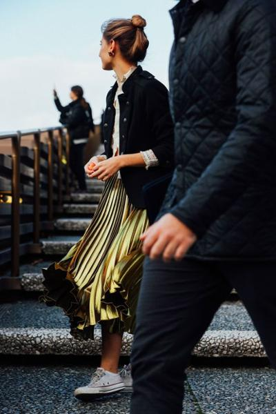 womens-fashion-inspiration-black-gold-sportswear-pleats