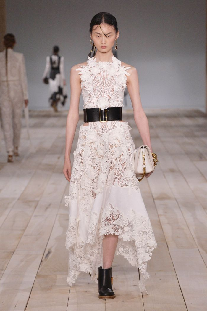 womens-fashion-ootd-white-black-embroidery-black-and-white-wide-belts