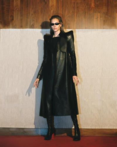 womens-fashion-outfit-winter-coats-leather-all-black-chic-sunglasses