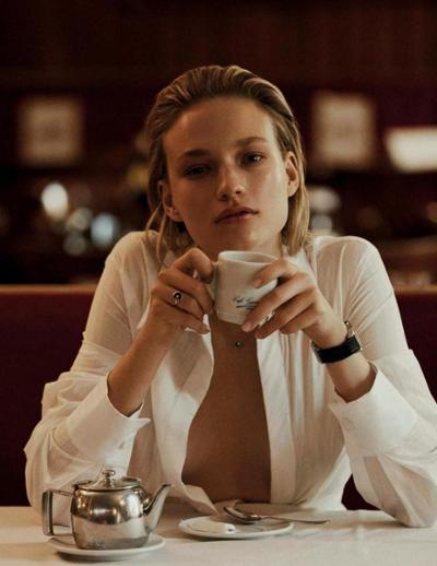 womens-fashion-ideas-big-jewelry-all-white-bright-colors