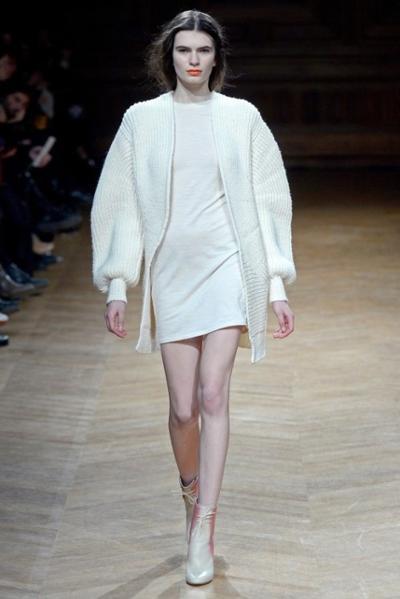 womens-fashion-ideas-beige-all-white-bright-colors