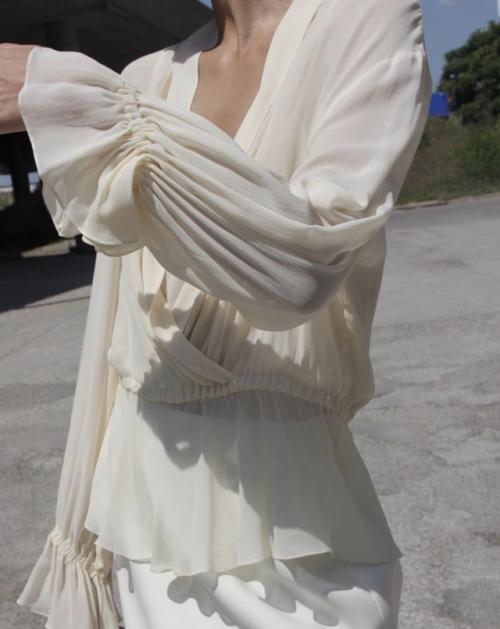 womens-style-inspiration-white-beige-ruffles