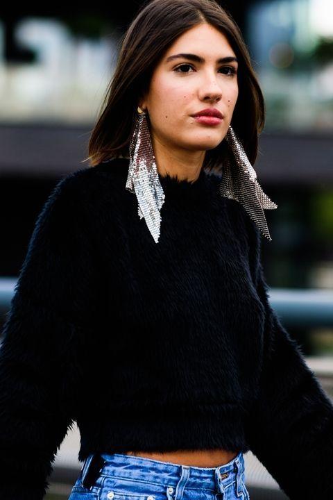 womens-fashion-ootd-black-crop-tops-big-jewelry-fuzzy