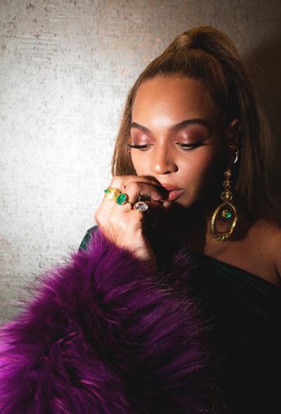 womens-fashion-outfit-green-purple-fur-big-jewelry