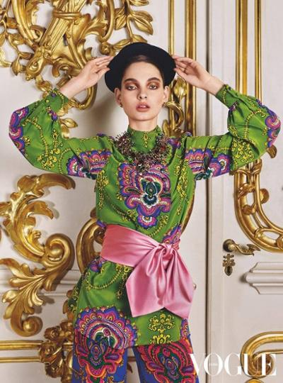 womens-fashion-photography-prints-multicolor-big-jewelry-wide-belts