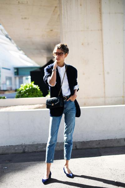 womens-fashion-inspiration-blue-boyfriend-jeans-black-and-white-chic-sunglasses