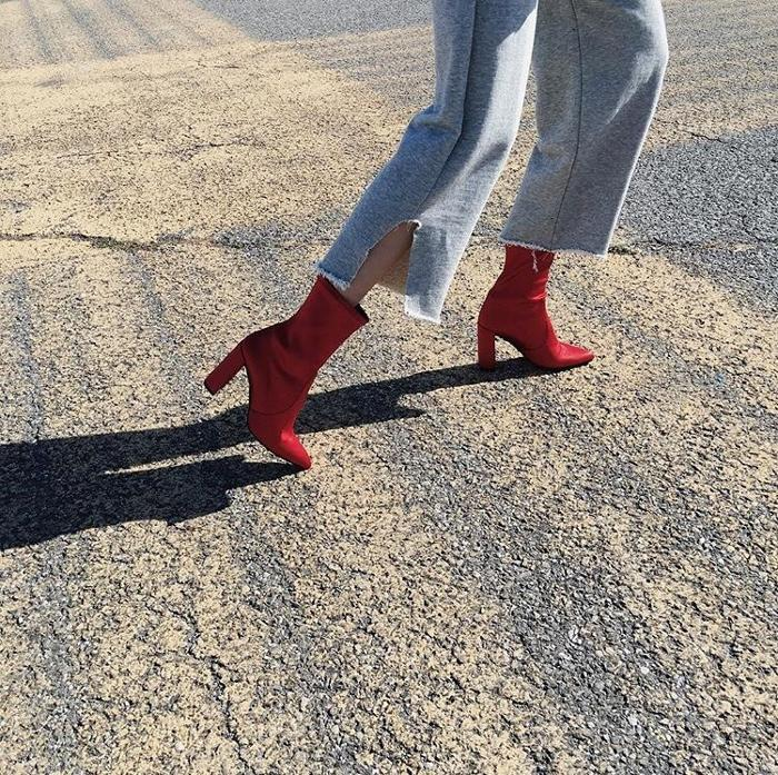 womens-style-inspiration-red-denim-boyfriend-jeans-tall-boots