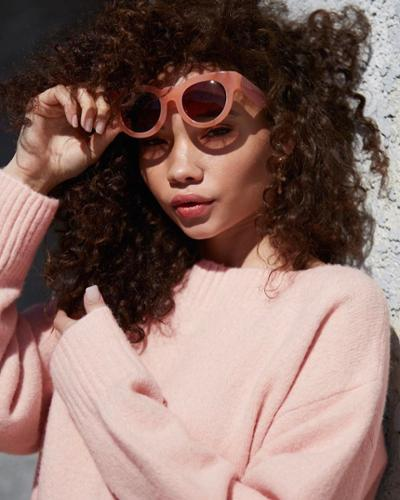 womens-fashion-photography-pink-pastels-bright-colors-chic-sunglasses
